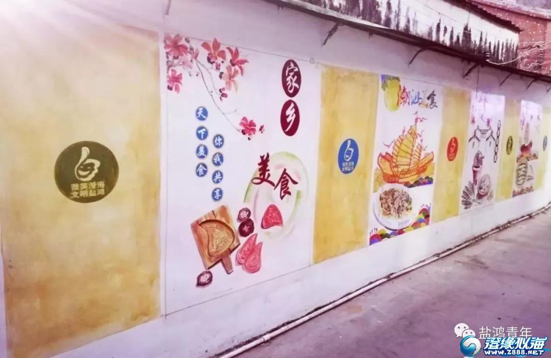 盐鸿街头两男子拿着笔在墙上涂画被人拍下,结果却让人大吃一惊!